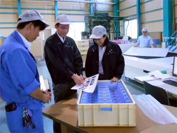 営業と製造の打ち合わせ風景(瀬戸工場)