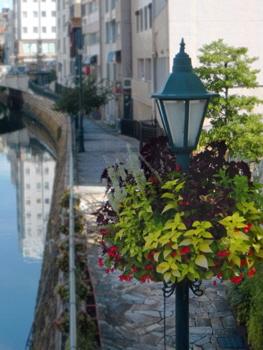 街のイメージに合う街路灯をデザイン(納屋橋・堀川沿い)